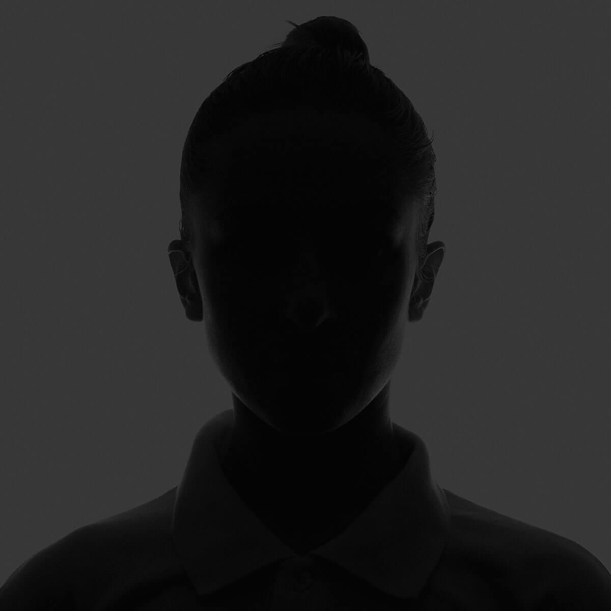 anonīms trauksmes cēlējs sieviete ziņošana